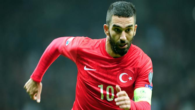 Arda hits back at Van Persie comments