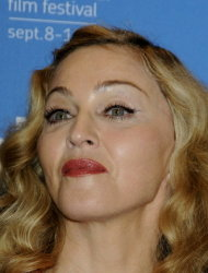 Topless Madonna photo leaks online