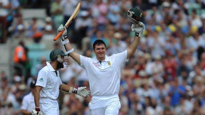 Graeme Smith celebrates his century at the Kia Oval