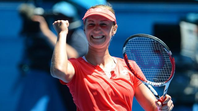 Australian Open - Sharapova continues march through Australian Open