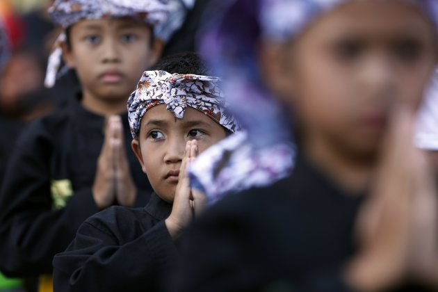 Children perform pencak silat (traditional martial arts) as they wait for the arrival of Indonesia's presidential candidate Prabowo Subianto at a campaign rally in Ciparay near Bandung, West Java July 3, 2014. Over 186 million Indonesians, nearly a third of whom are under 30, head to the polls on July 9 to choose the next leader of the world's third largest democracy. REUTERS/Stringer (INDONESIA - Tags: POLITICS ELECTIONS SOCIETY TPX IMAGES OF THE DAY)