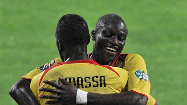 SOUTH AFRICA, Port Elizabeth : Mali's forward Mahamadou Samassa (foreground) is congratulated by Mali's defender Ousmane Coulibaly (R) after scoring a goal during the 2013 African Cup of Nations third place final football match against Ghana (AFP)
