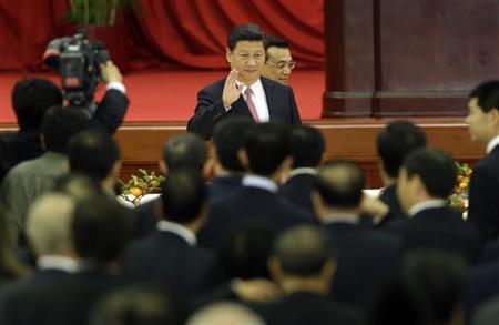 China's President Xi Jinping waves as he and Premier Li Keqiang (behind) arrive for a reception marking the 64th anniversary of the founding of the People's Republic of China at the Great Hall of the People in Beijing September 30, 2013. REUTERS/Jason Lee