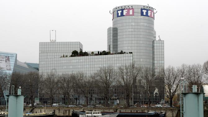 "FILE - In this Dec. 18, 2008 file photo, a general view of the headquarters of France's biggest TV station TF1 in Paris. A well-known TV doctor overseeing the French ""Survivor"" reality show committed suicide following the sudden death of a young contestant he had treated, France's biggest TV station says. Dr. Thierry Costa killed himself on location Monday, April 1, 2013 on an island in Cambodia, the TF1 station said. (AP Photo/Remy de la Mauviniere, File)"