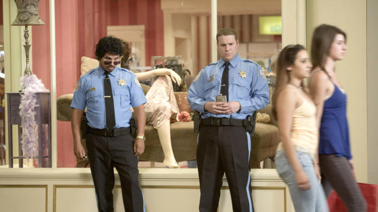 Michael Pena Seth Rogen Observe and Report Production Stills Warner Bros 2009