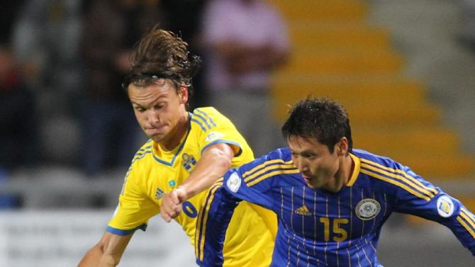 Kazakhstan's Maksat Baizhanov, right, and Sweden's Albin Ekdal fight for the ball during their World Cup group C qualifying soccer match in Astana, Kazakhstan, Tuesday, Sept. 10, 2013. (AP Photo)
