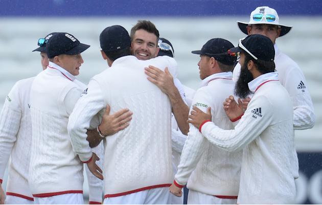 CRIC: England's James Anderson celebrates with team mates after dismissing New Zealand's Martin Guptill