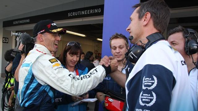 WTCC: Menu takes pole to clinch constructors' title