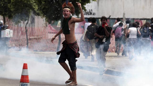 World Cup - Riot police evict Amazon natives from Brazil 2014 site