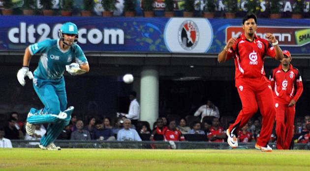 Players of Brisbane Heat in action during the Champions League T20, 2nd match, Group B between Brisbane Heat and Trinidad & Tobago at JSCA International Cricket Stadium, Ranchi on Sept. 22, 2013. (Pho