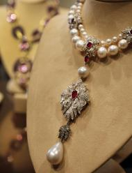 "FILE - This Sept. 1, 2001, file photo shows Elizabeth Taylor's ""La Peregrina,"" an early 16th century pearl, ruby and diamond necklace by Cartier, that was gift from Richard Burton to Elizabeth Taylor, at Christie's, in New York. A pearl known as ""La Peregrina"" purchased at auction for $37,000 in 1969 by Burton for Taylor reached the world record price Tuesday Dec. 13, 2011 of $11,842,500. It was estimated to sell for $2 million to $3 million. (AP Photo/Richard Drew, File)"