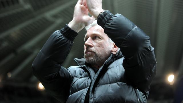Football - Pardew out to end trophy drought