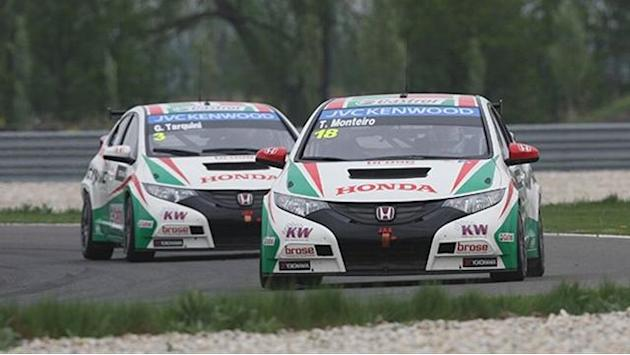 WTCC - Tarquini and Monteiro fastest in Slovakia FP1