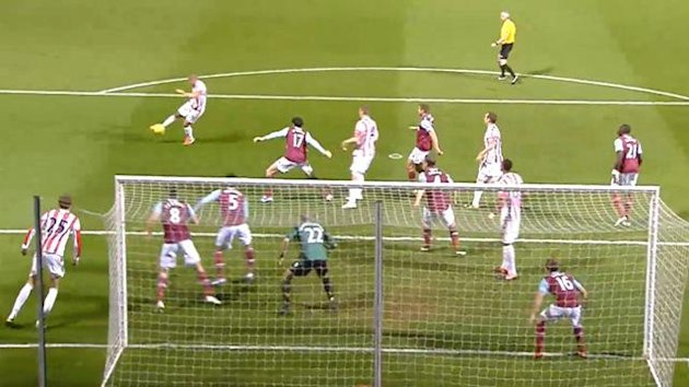 Jonathan Walters scores for Stoke City at West Ham