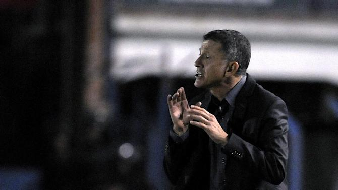 Juan Osorio of Colombia's Atletico Nacional gives instructions to his players during a Copa Libertadores soccer game against Uruguay's Nacional, in Montevideo, Uruguay, Tuesday, March 18, 2014