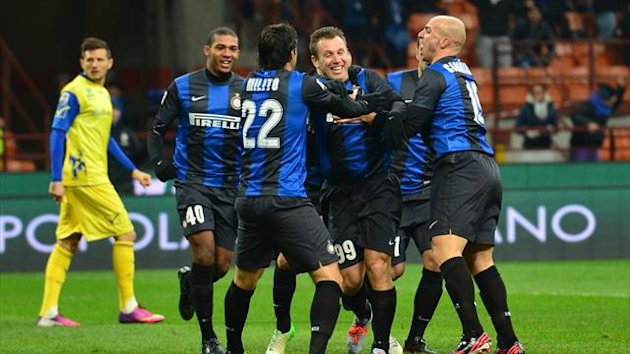 Inter Milan's forward Antonio Cassano (L) celebrates with team mates after scoring a goal during an Italian Serie A football match between Inter Milan and Chievo