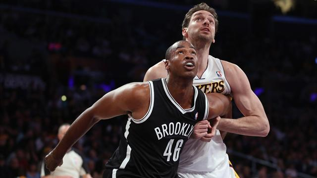 Basketball - Nets set to re-sign Collins for rest of season