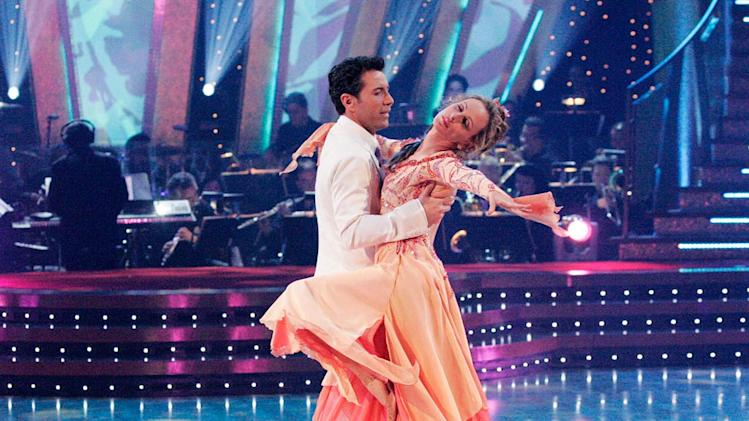 Fabian Sanchez and Marlee Matlin perform a dance on the sixth season of Dancing with the Stars.