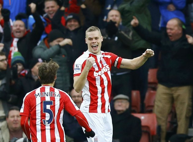 Stoke City's Ryan Shawcross (R) celebrates his goal with teammate Marc Muniesa during their English Premier League soccer match against Manchester United at the Britannia Stadium in Stoke-on-Trent, central England January 1, 2015.     REUTERS/Darren Staples (BRITAIN  - Tags: SPORT SOCCER) EDITORIAL USE ONLY. NO USE WITH UNAUTHORIZED AUDIO, VIDEO, DATA, FIXTURE LISTS, CLUB/LEAGUE LOGOS OR 'LIVE' SERVICES. ONLINE IN-MATCH USE LIMITED TO 45 IMAGES, NO VIDEO EMULATION. NO USE IN BETTING, GAMES OR SINGLE CLUB/LEAGUE/PLAYER PUBLICATIONS.FOR EDITORIAL USE ONLY. NOT FOR SALE FOR MARKETING OR ADVERTISING CAMPAIGNS.