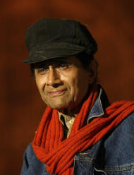 FILE - In this Sunday, Jan. 14, 2007 file photo, Bollywood star Dev Anand takes part in the Mumbai Festival in Mumbai, India. According to media reports, Anand died of a heart attack in a London hospital Saturday, Dec. 3, 2011. He was 88. (AP Photo/Gautam Singh,File)