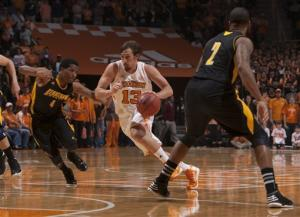 Tennessee beats Kennesaw State 76-67