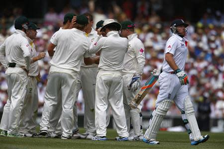 England's Bell walks off the field after his dismissal by Australia's Siddle during the second day of the fifth Ashes cricket test at the Sydney cricket ground