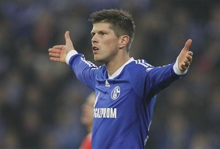 Huntelaar of Schalke 04 reacts after a failed chance against FSV Mainz 05 during their German DFB Cup (DFB Pokal) soccer match in Gelsenkirchen
