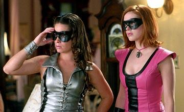 Holly Marie Combs and Rose McGowan in Charmed