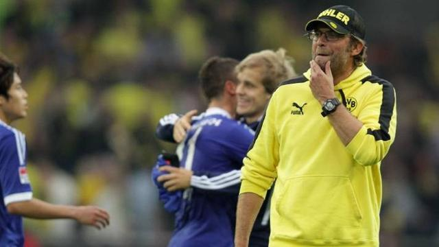 Bundesliga - Schalke out to burst Dortmund bubble