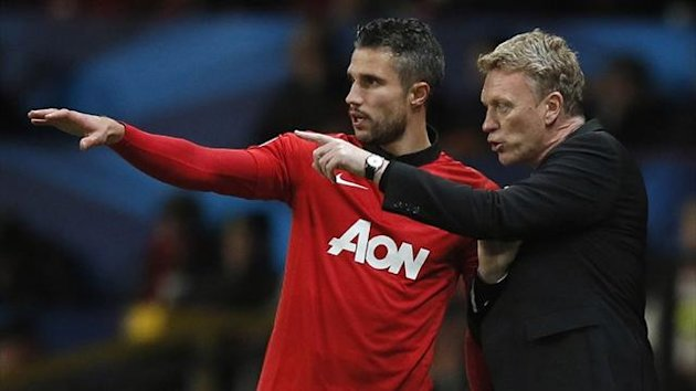 Manchester United's manager David Moyes speaks to Robin Van Persie (Reuters)