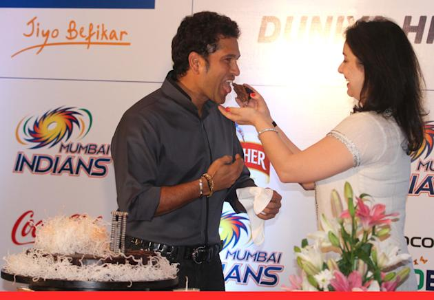 Indian cricketer Sachin Tendulkar celebrates his 40th birthday with his wife Anjali Tendulkar at ITC Sonar Kolkata on 24 April 2013. (Photo: IANS)