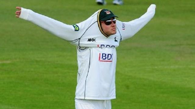 Cricket - Broad hurt, Swann toils against Durham