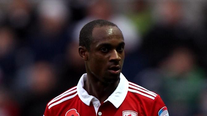Justin Hoyte has signed a new deal at Middlesbrough
