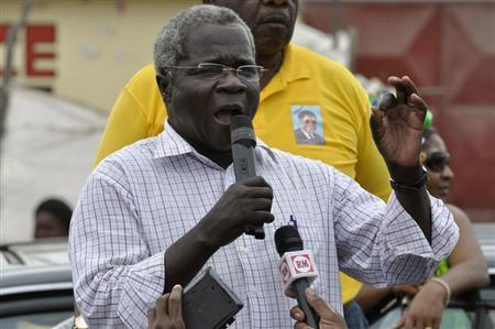 Afonso Dhlakama, head of Mozambique's opposition party Renamo, addresses an election rally in Matola