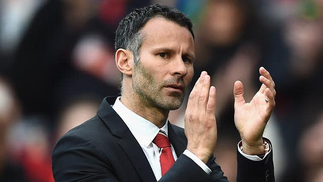 Premier League - Rooney backs Giggs for job after 'dream' debut