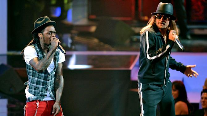 Rapper Lil Wayne and singer Kid Rock on stage at the 2008 MTV Video Music Awards.