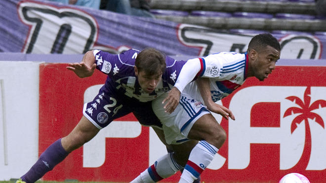 Toulouse's Defender Pavle Ninkov (L) Vies AFP/Getty Images