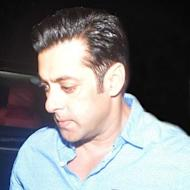Salman Khan Throws Away Fan's Phone!