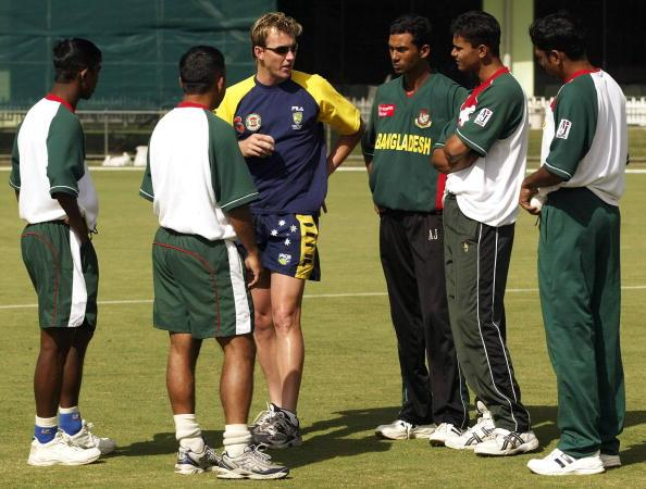 Brett Lee of Australia speaks to the Bangladesh fast bowlers