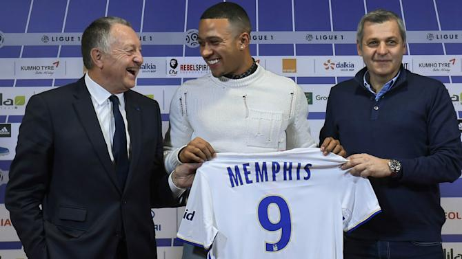 Memphis makes Lyon debut after Manchester United switch