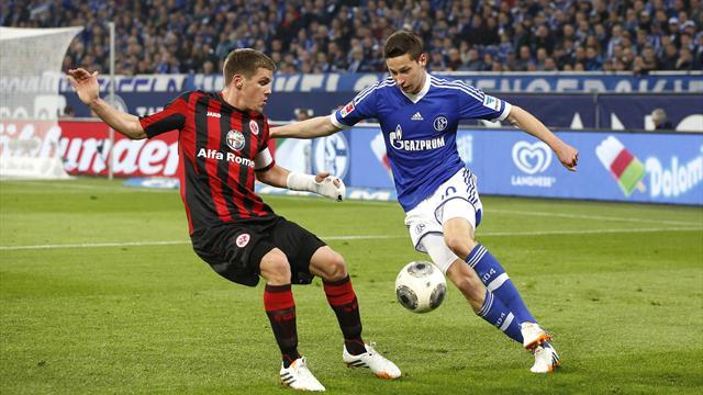 Bundesliga - Schalke stay in hunt for second spot
