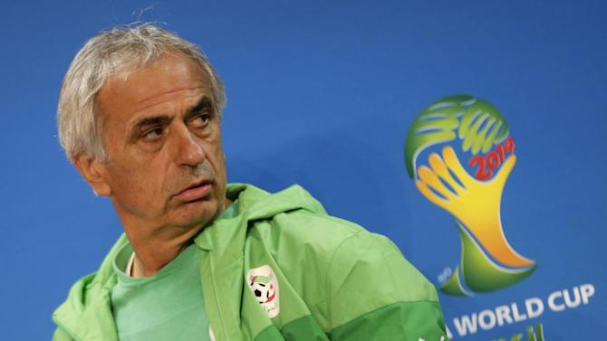 World Cup - Angry Algeria coach says Ramadan is matter for players