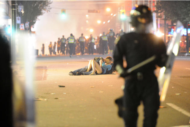Vancouver couple kisses during riot