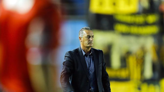 Argentina's Arsenal coach Gustavo Alfaro stands on the sideline of a Copa Libertadores soccer match  against Uruguay's Penarol in Buenos Aires, Argentina, Thursday, March 13, 2014