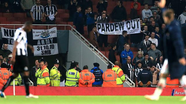Premier League - Pardew future in doubt after 'unprecedented hostility'