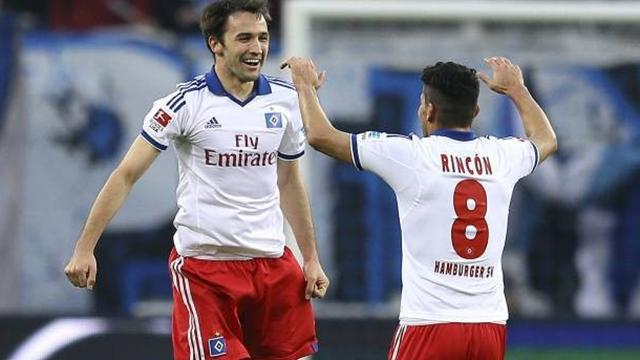 Bundesliga - Calhanoglou magic sees Hamburg draw at Wolfsburg