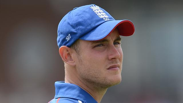 Cricket - Flower plays down Broad Twitter spat
