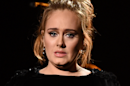 Grammy Awards : Adele rate son hommage à George Michael et interrompt son live (VIDÉO)