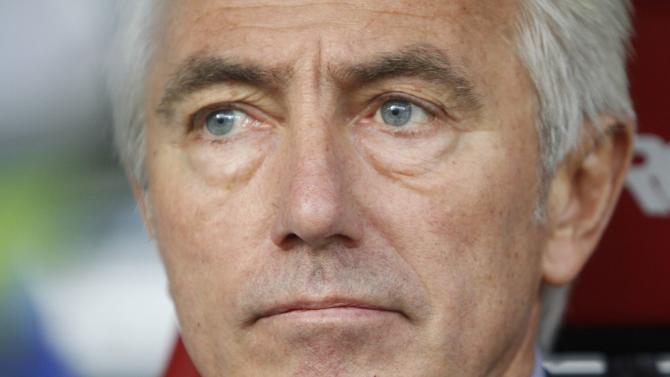 HSV Hamburg's new coach van Marwijk watches his players during their Bundesliga soccer match against Eintracht Frankfurt in Frankfurt