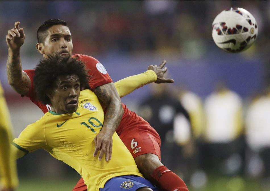 Brazil's Willian fights for the ball with Peru's Vargas during their first round Copa America 2015 soccer match at Estadio Municipal Bicentenario German Becker in Temuco